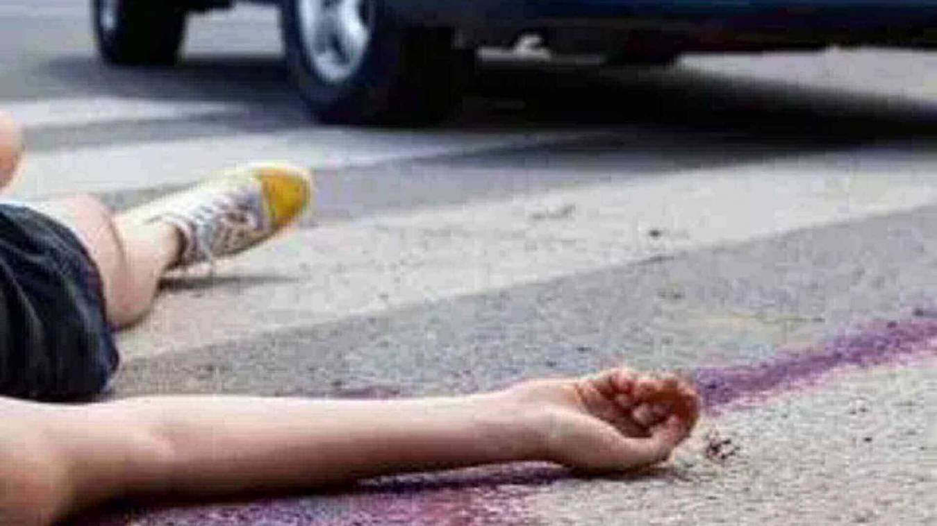 खड़ी ट्रक में भिड़ी कार, मैकैनिक की मौत