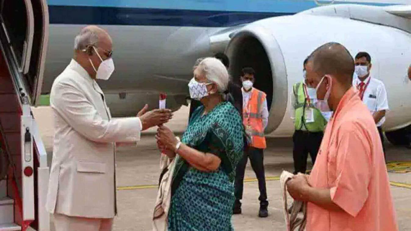 चार दिवसीय यूपी दौरा: लखनऊ पहुंचे राष्ट्रपति रामनाथ कोविंद, आज शाम BBAU के दीक्षान्त समारोह में होंगे शामिल