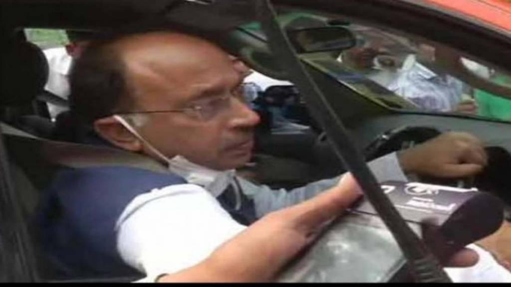 दिल्ली पुलिस ने काटा बीजेपी नेता विजय गोयल का चालान, विरोध करने की दी थी चेतावनी