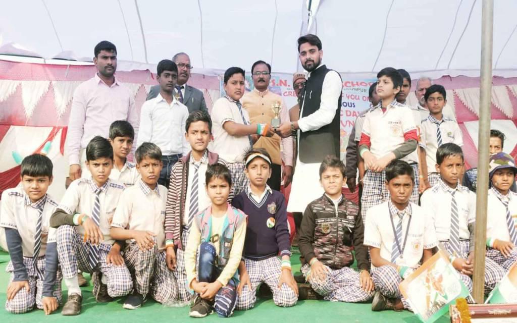 जौनपुर: एसएन ग्लोबल पब्लिक स्कूल में धूमधाम से मनाया गया गणतंत्र दिवस