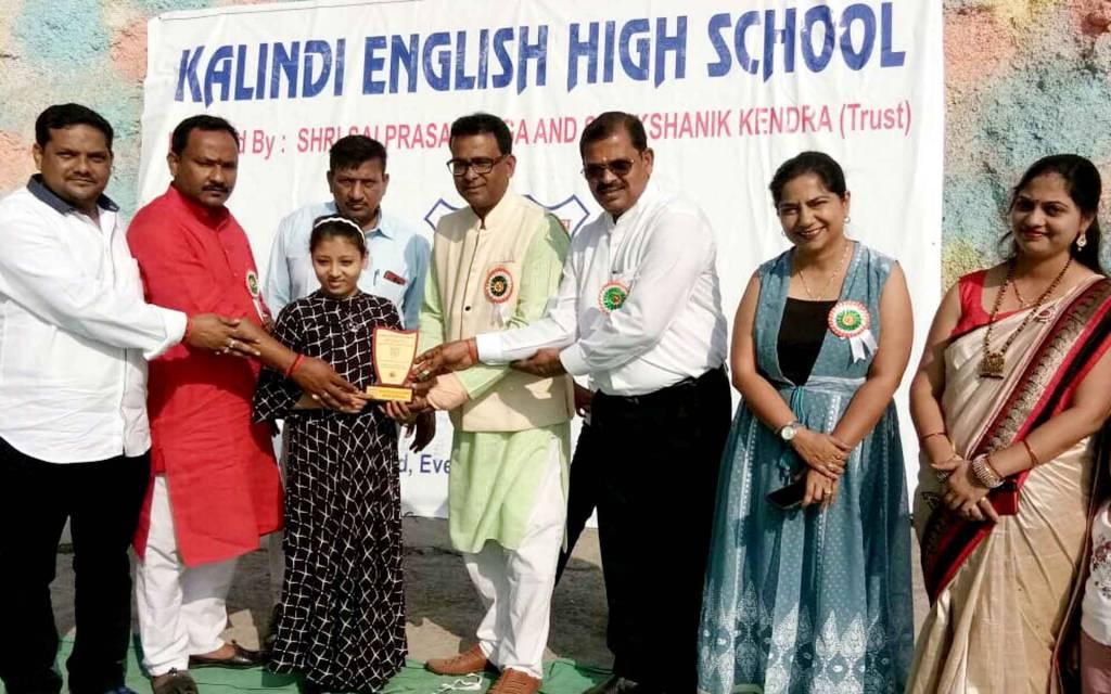 वाराणसी: गणतंत्र दिवस पर बनारस की बाल गायिका विदुषी मुंबई में सम्मानित