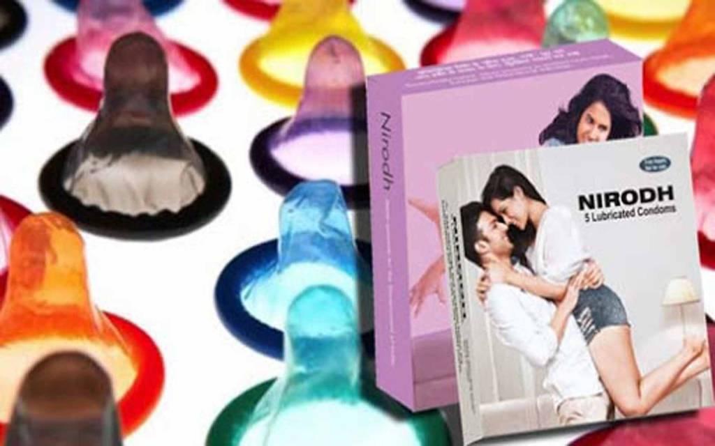 Love In Lockdown: कोरोना महामारी ने राशन-सब्जी ही नहीं कंडोम की भी बढ़ाई खपत, पढ़ें ये रिपोर्ट