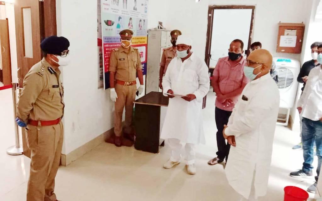 वाराणसी: विधायक जी लापता मामले में दर्ज हुआ मुकदमा तो एसएसपी से मिले पूर्व विधायक अजय राय