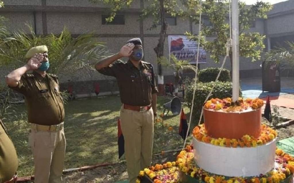 पुलिस लाइन में मना झंडा दिवस