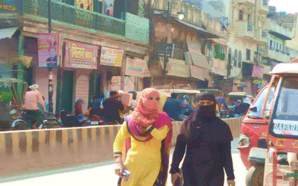 बनारस में सामान्य दिनों की चहक, संक्रमण में रफ़्तार की भनक