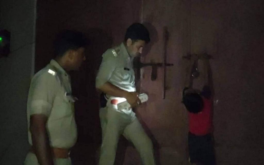 फौजी के घर में घुस बदमाशों ने मचाया आतंक, बेटियों और पत्नी को पीटा
